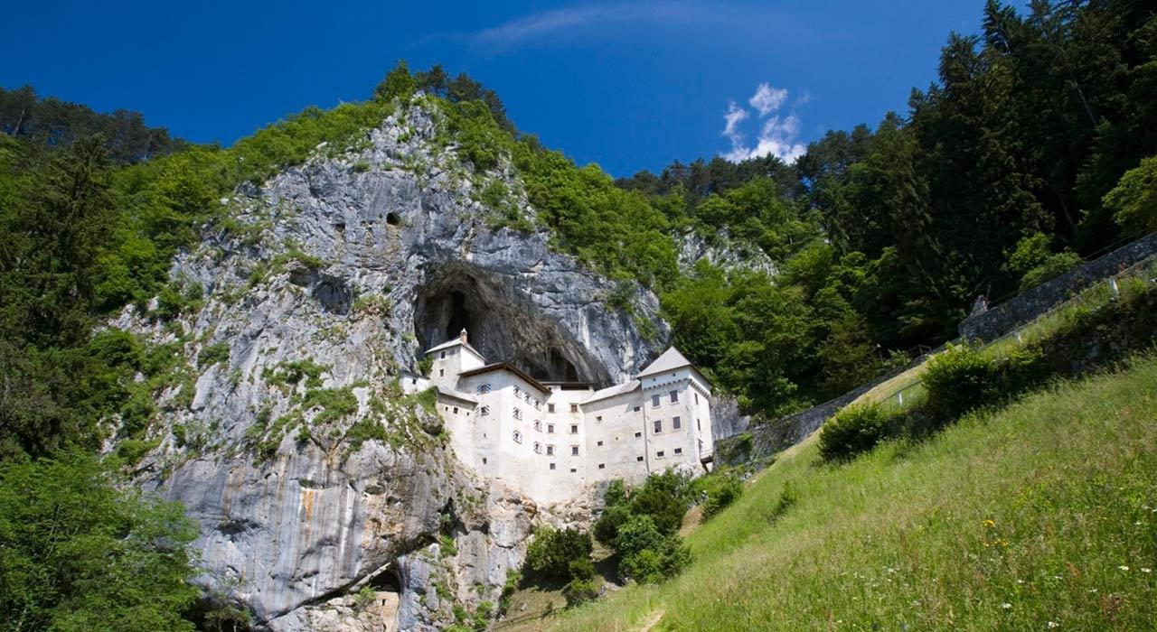 Predjamski-grad-Predjama-Castle-700